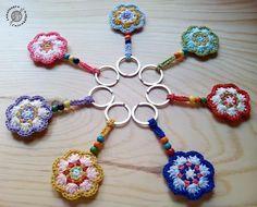 Siete flores #llavero #flor #llaveros #flores #llaveroganchillo #llaverocrochet #llaveroflor #keychain #flower #flowers #keys #ganchillo #crochet #uncinetto #hilo #algodón #yarn #regalo #gift #hechoamano #handmade #lanalaneracascabelera