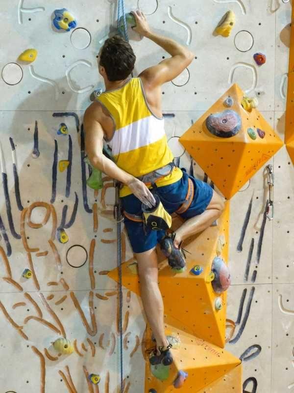 Mit einem Indoor Klettern Einsteigerkurs kann man auch Sportler Geschenke im Winter machen. Der Beschenkte kann den Klettersport in einer Testumgebung ausprobieren und dann – wenn es denn gefällt – im Frühjahr sich auch an den richtigen Felsen beweisen. Verschenkt mit Indoor Klettern ein Erlebnis & einen Adrenalin Kick für die kalte Jahreszeit