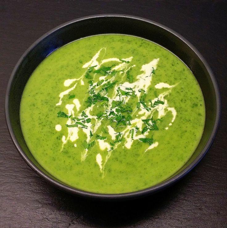 Her får du opskriften på en cremet suppe, med en intens smag af persille. Den er supernem at lave og mætter så godt, at den sagtens kan ud...
