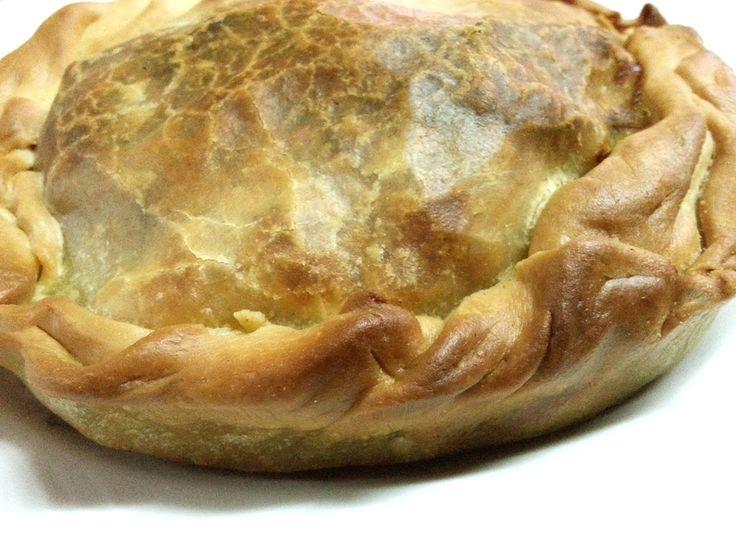 La panada è uno scrigno saporito di semola. In questa variante gustosa viene presentata con il ripieno di verdure