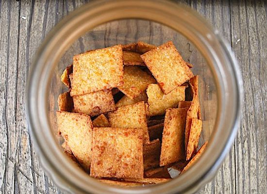 Spicy Whole Wheat Cheese Crackers (with Sriracha)