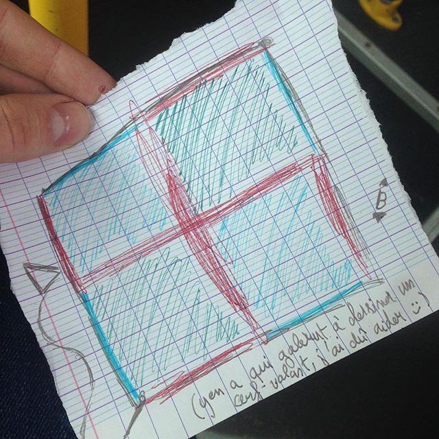 (Trouvaille dans le bus)  Comment peut-on en arriver à ne plus savoir dessiner un cerf-volant correct ?? 🙄  Bref, j'ai dû compléter le dessin de cet abruti...