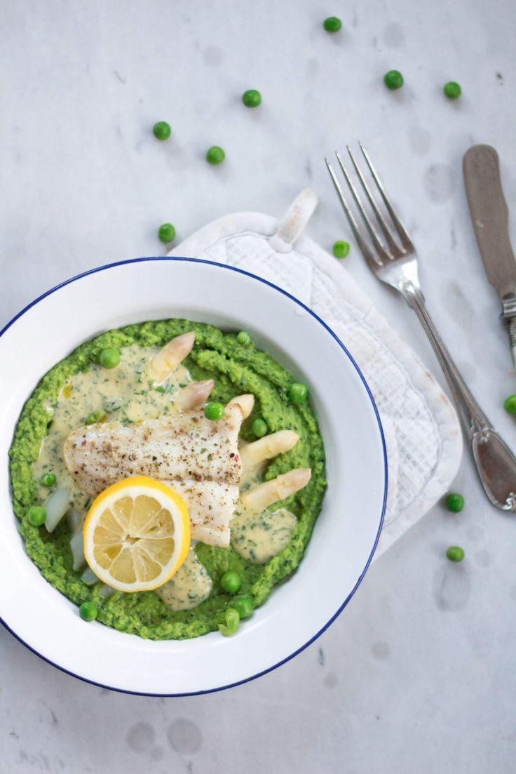Rezept für Fisch auf Erbsenpüree und Spargel