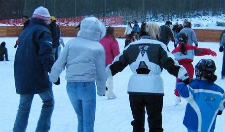 Ossola24 - Aperta la pista di pattinaggio sul ghiaccio di Antronapiana e l'impianto di Cheggio
