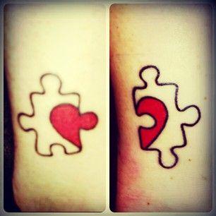 Um pedaço de quebra-cabeça faltando é sempre uma homenagem de derreter o coração. | 24 tatuagens fofas para melhores amigos