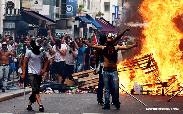 THOUSANDS OF MUSLIM PROTESTERS STORM EUROPE CALLING FOR THE DESTRUCTION OF ISRAEL NTEB News Desk | July 19, 2014