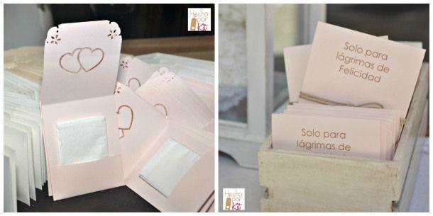 lagrimas-de-felicidad-pañuelos-para-secar-las-lagrimas-de-alegria-de-las-bodas-hecho-por-kit