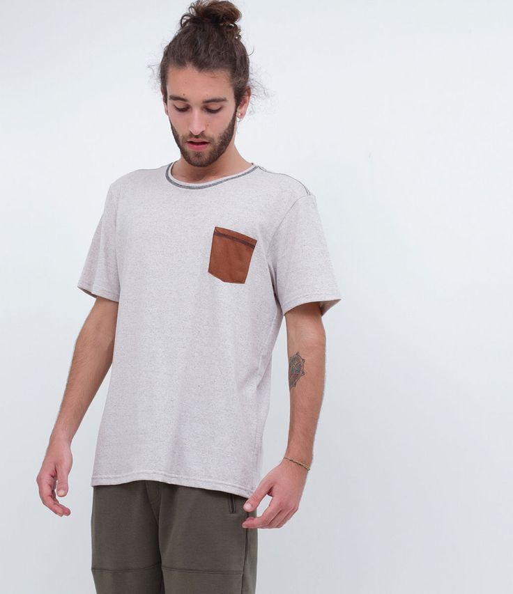 R$ 39,90 Camiseta masculina    Manga curta    Gola redonda    Com bolso em suede    Marca: Blue Steel