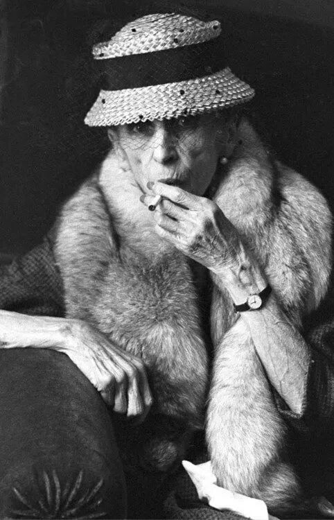Karen Blixen wearing fur and smoking,today she would scandalize!