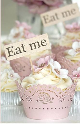 Butter Iced 'Eat Me' Cupcakes #EllaBellaBee9