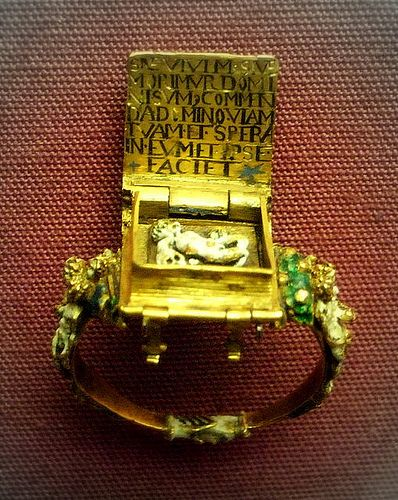 """Inside the ring is a legend and a """"memento-mori"""", possibly Flemish mid 16th c."""