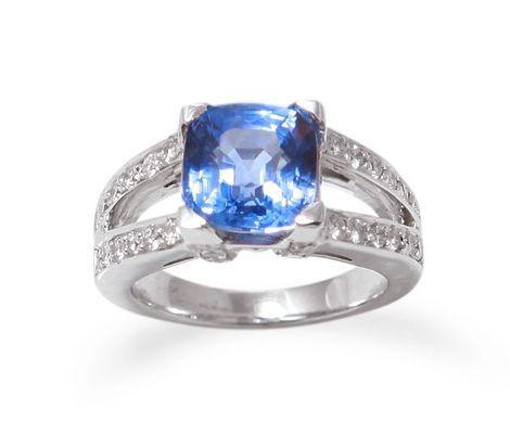 Bague saphir coussin de Ceylan et diamants