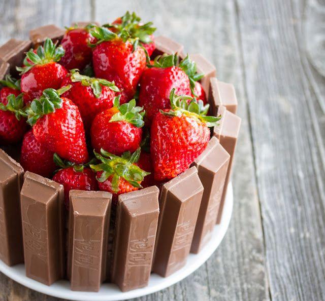 Kit Kat Cake 1   www.kirbiecravings.com