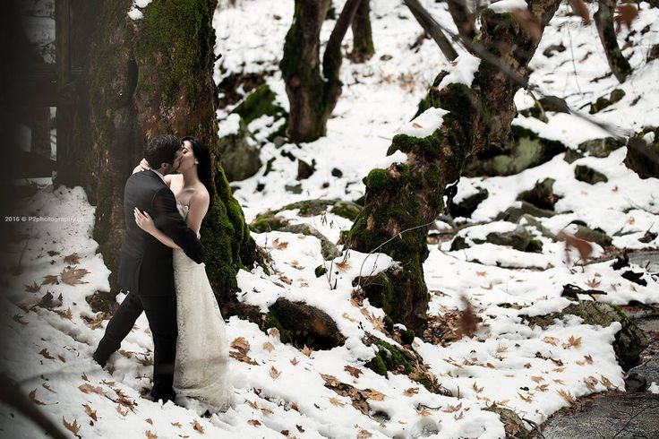 Kissing into thw woods with snow! #wedding #photography #p2photography #landscape #snow #romantic #cold