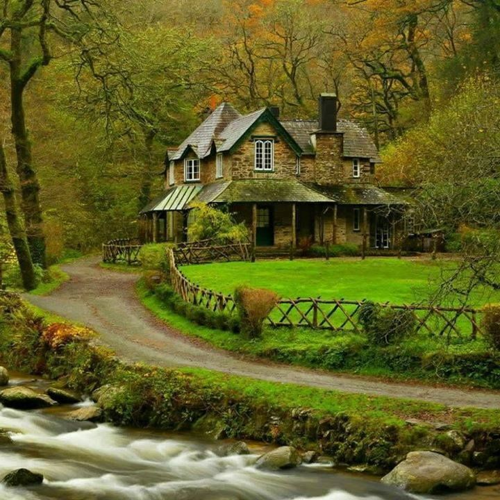 Old Farmhouse in a Lovely Rustic Setting!