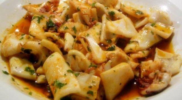 Καλαμαράκια στο τηγάνι με υπέροχη σάλτσα της στιγμής