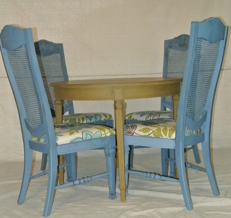 Round Dining Room Table & 4 Chairs Green Blue with Flower Seats