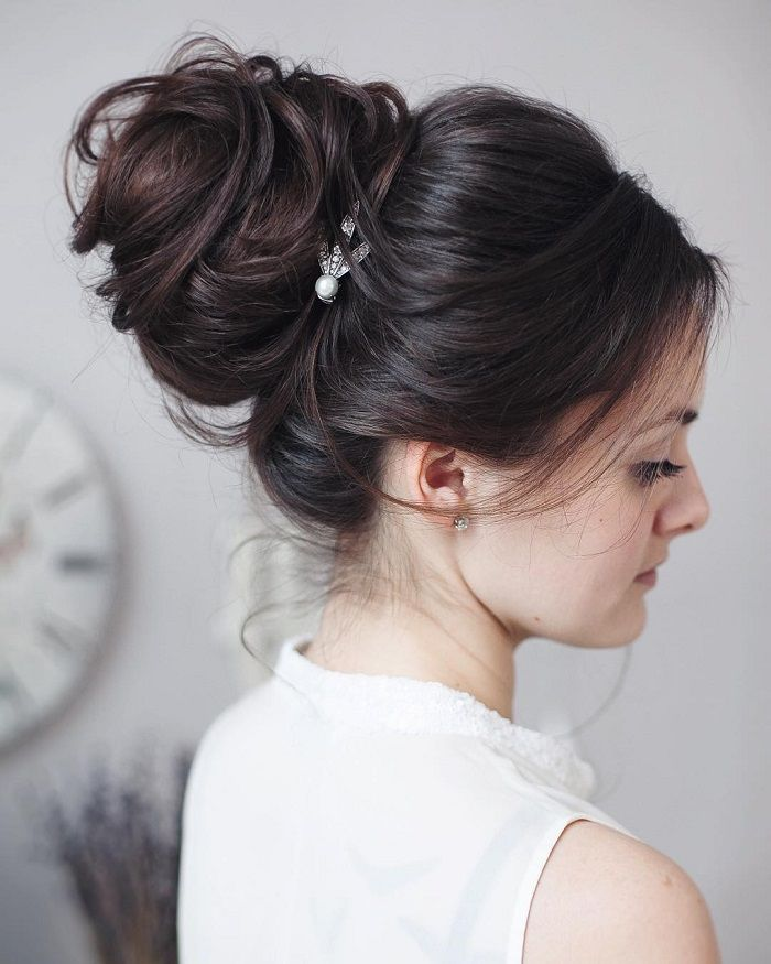 Messy wedding hair updos | itakeyou.co.uk #weddinghair #weddingupdo #weddinghairstyle #bridalupdo