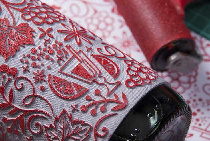 Roll on Christmas on Packaging of the World - Creative Package Design Gallery