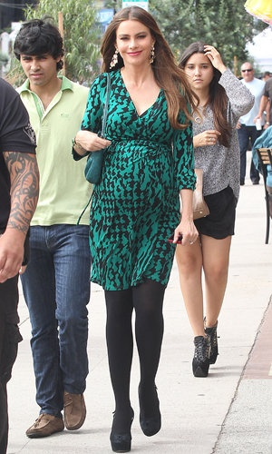 Sofia Vergara (Splash News)  Swagerrette, Sofia struts her stylish maternity look. Sofia in fact is NOT pregnant, but her character on Modern Family is.