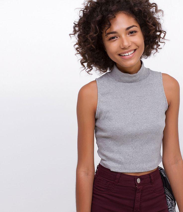 Blusa feminina    Sem mangas    Cropped    Gola alta    Marca: Blue Steel    Tecido: ribana    Modelo veste tamanho: P             COLEÇÃO VERÃO 2017         Veja mais opções de    blusas femininas.
