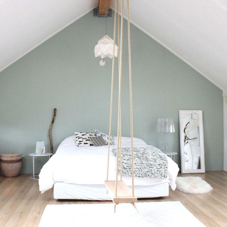 a swing in tne bedroom <3