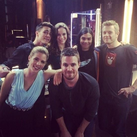 Crossover in the foundry #Arrow #Flash Emily Bett Rickards, Colton Haynes, Danielle Panabaker, Carlos Valdes, Stephen Amell and Rick Cosnett ♥