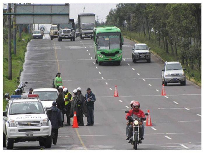 """Este jueves 24 de mayo, fecha de conmemoración nacional de la """"Batalla del Pichincha"""", se aplicará con normalidad la medida de restricción vehicular """"Pico y Placa"""", para los vehículos cuyas placas terminan en número  7 y 8. Ver más en: http://www.elpopular.com.ec/53245-restricciones-vehiculares-para-este-feriado.html?preview=true_id=53245_nonce=41b05fa1c5"""