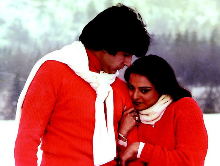 """Here comes #Amitabh & Rekha's superhit romantic song """"Yeh Kahan Aa Gaye Hum"""" from Silsila"""