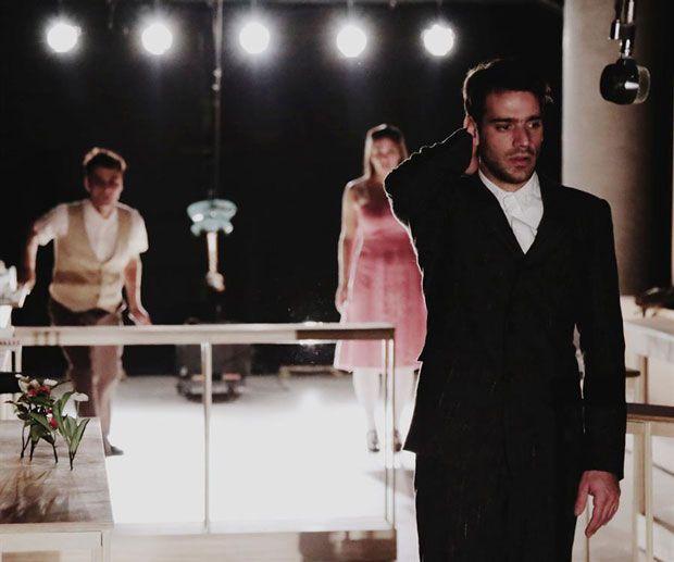 """«""""Τα κύματα"""" της Βιρτζίνια Γουλφ σε σκηνοθεσία Δημήτρη Καραντζά» του Κωνσταντίνου Μπούρα"""