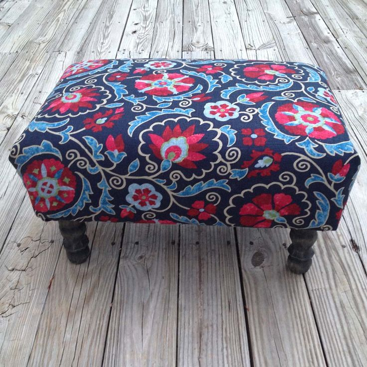 Completed pallet ottoman