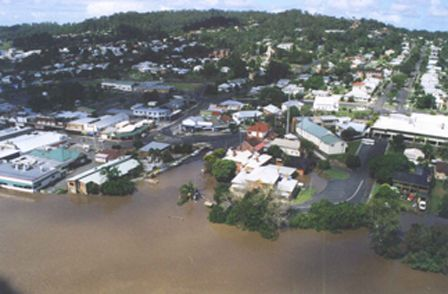 Flood images of the Clarence Valley NSW 2001 - Maclean - March 2001