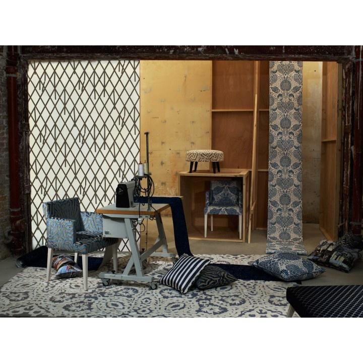 17 best images about tapis rugs on pinterest indigo carpets and hong kong. Black Bedroom Furniture Sets. Home Design Ideas