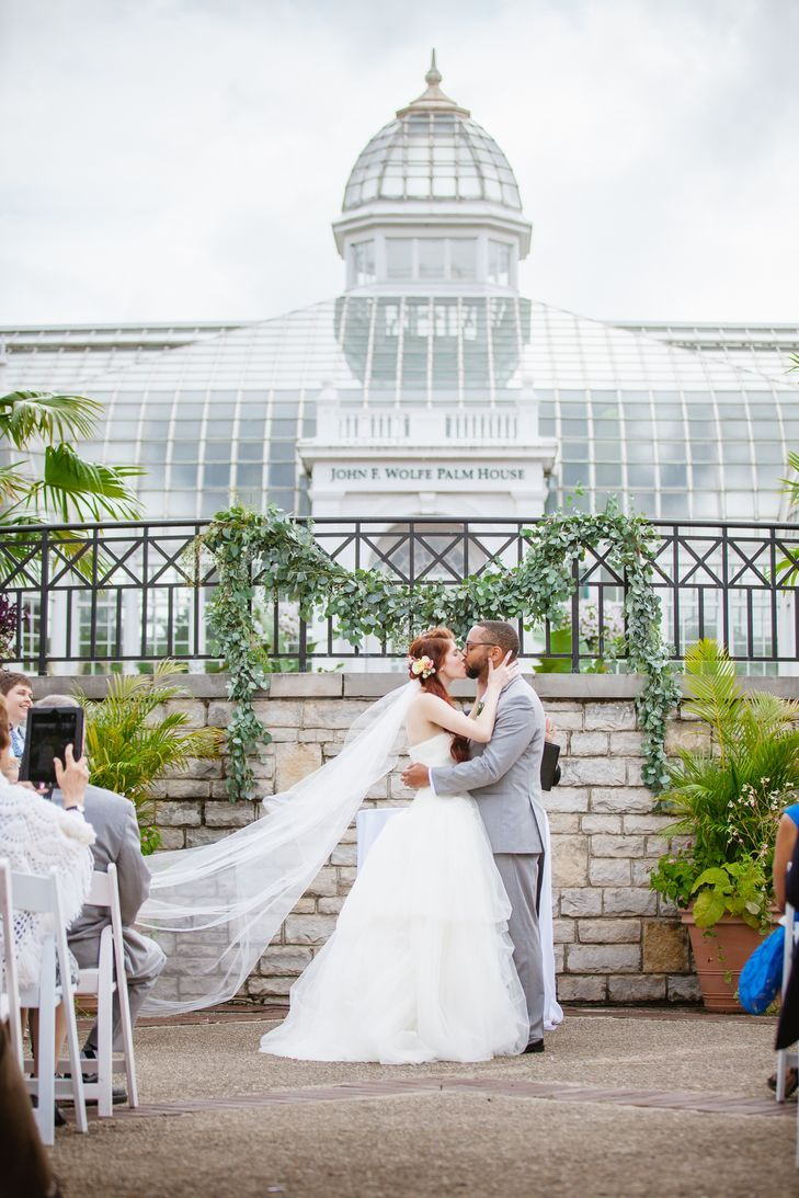wedding picture locations akron ohio%0A A Natural  Modern Wedding at Franklin Park Conservatory in Columbus  Ohio