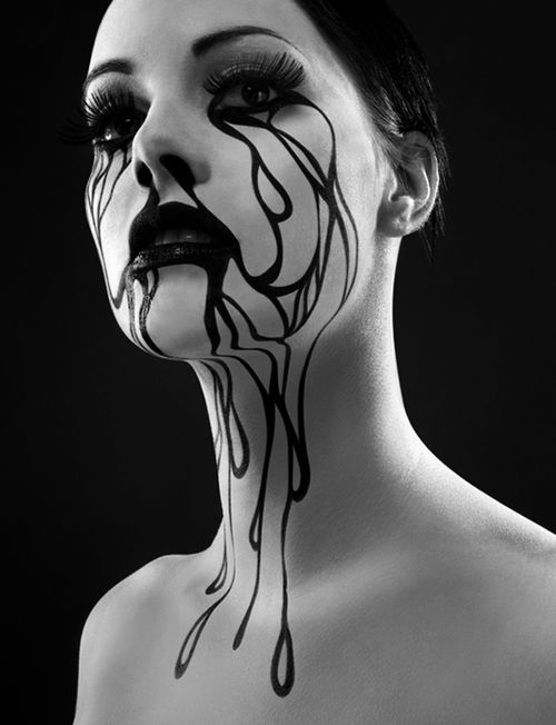 There is something darkly, passionately beautiful about this. Art Nouveau Gothic?   What a neck!