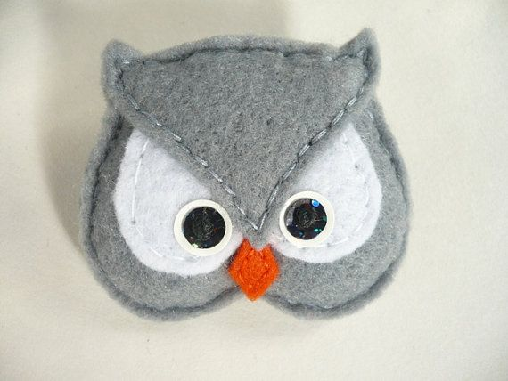 SALE - Felt owl brooch, gray and  white  felt bird brooch by Ynelcas  $6