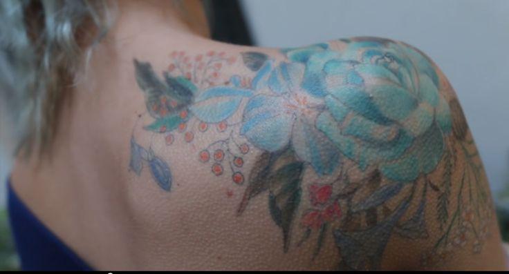 Tatouage fleurs de Marion Séclin