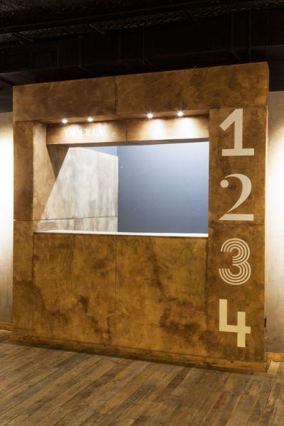 Construimos la cabina del dj de los Teatros Luchana y esta taquilla de venta de entradas hecha a modo de caja de embalaje. #wood #interiorism
