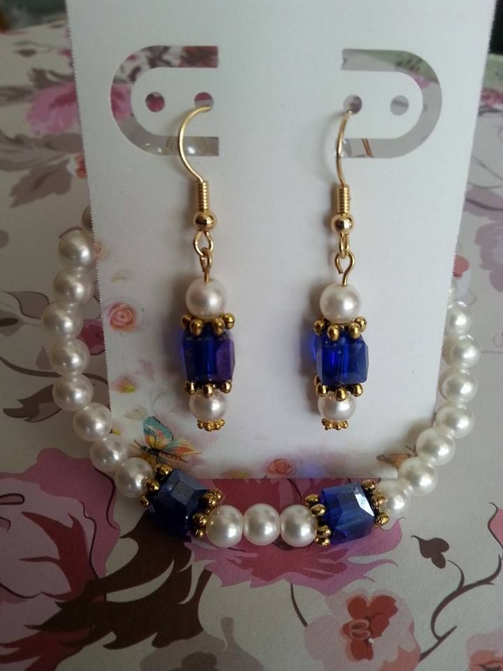 Pearls with sapphire beads