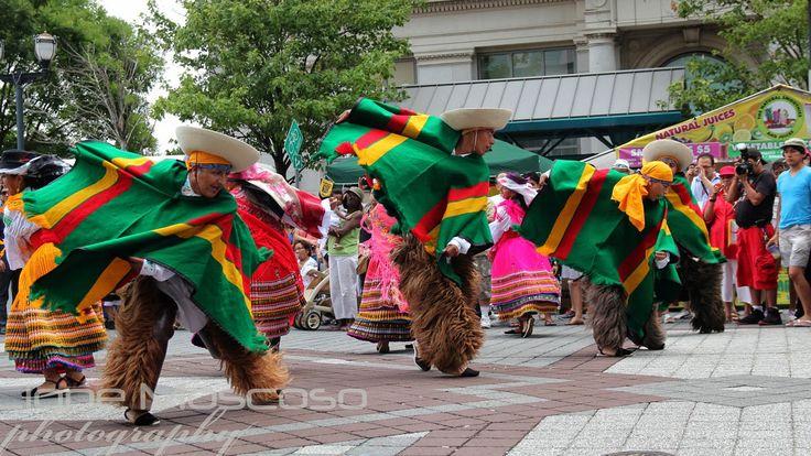 Participacion de grupo folclorico ecuatoriano en el festival latinoamericano del folklore Raices de America