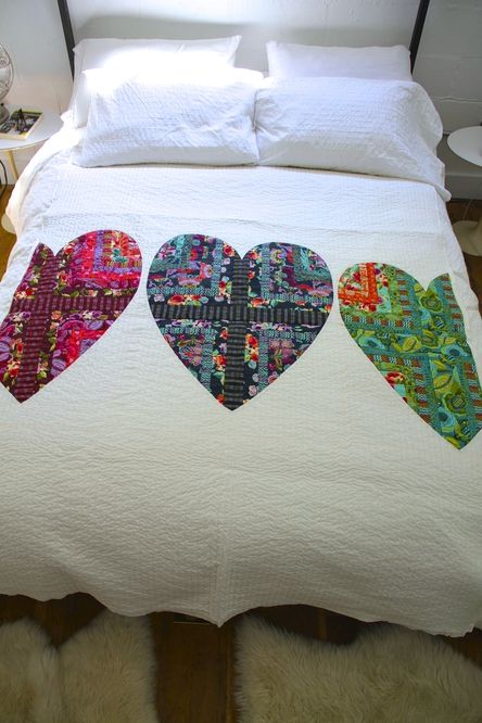 Amy Butler's Bright Heart Cotton Quilt - FREE pattern available now.