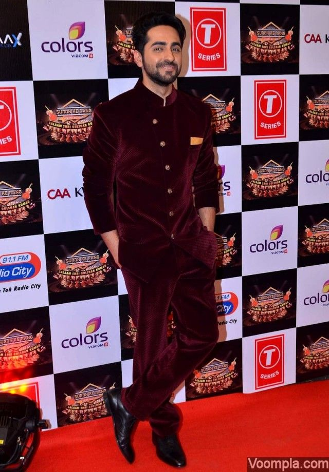 Ayushmann Khurrana styles it up in a burgundy bandhgala suit. via Voompla.com