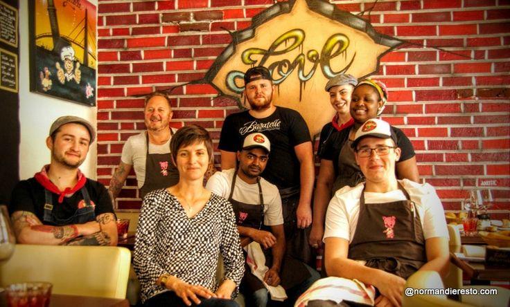 Restaurant Bagatelle, l'équipe du restaurant en mai 2016 autour de Jack et Virginie. Restaurant à Le Havre.