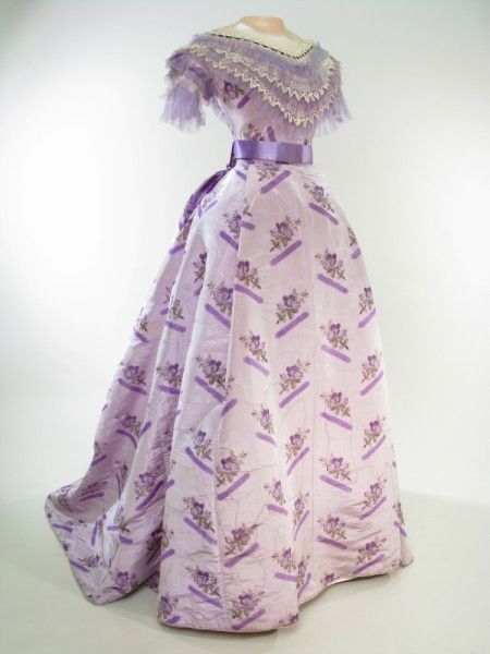 Dress 1868, British, Made of silk, velvet, and lace