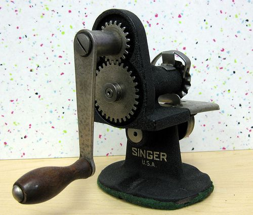 Vintage Singer pinking machine | More difficult to use than … | Flickr