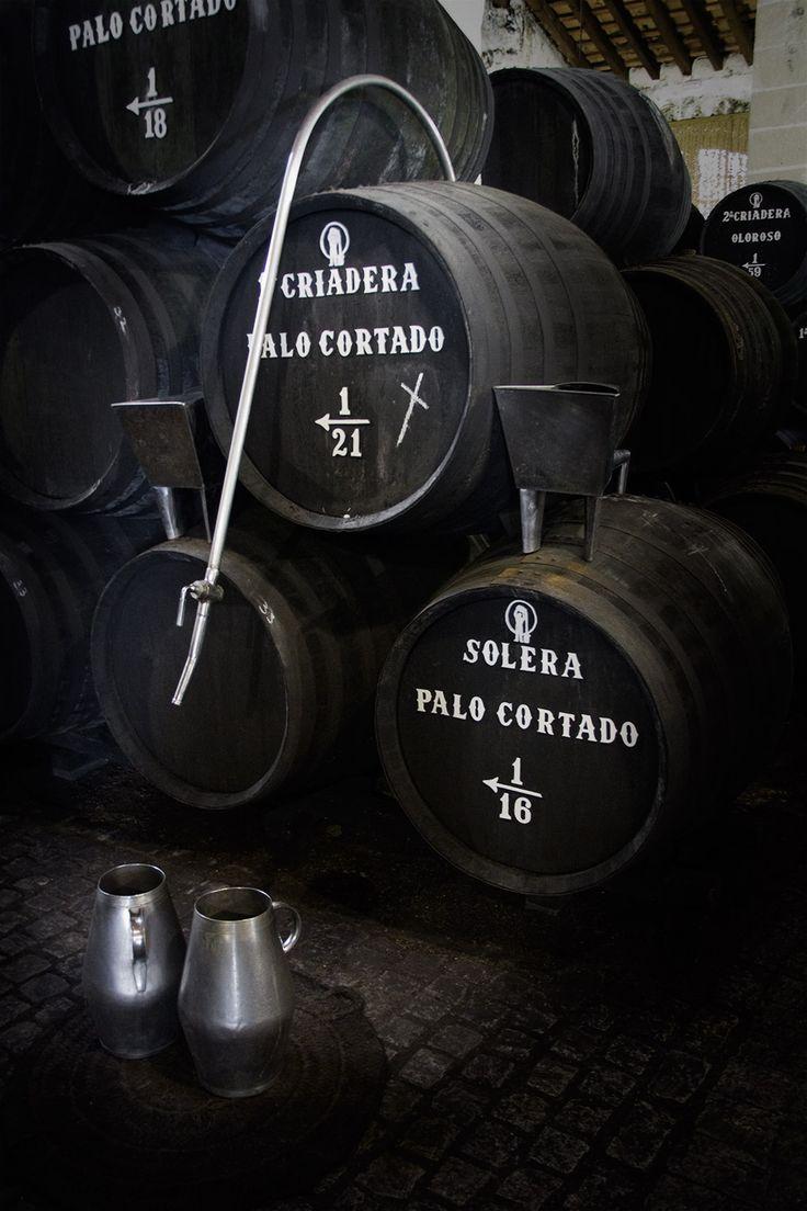 Tag til sherrysmagning i Jerez de la Frontera - Smag sherry direkte fra tønden hos Bodegas Emilio Hidalgo