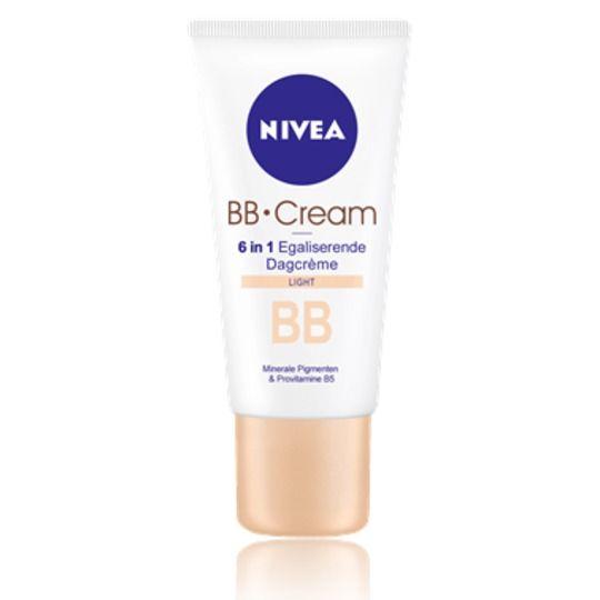 Nivea BB Cream Light 50ml, εμπλουτισμένη με μεταλλικά στοιχεία και μια πινελιά make-up, προσφέρει περιποίηση για την ημέρα 5 σε 1 που ενυδατώνει και χαρίζει άψογη και όμορφη επιδερμίδα. Αποκτήστε τη μόνο με 8,40€! #aromania #nivea #NiveaBBcream
