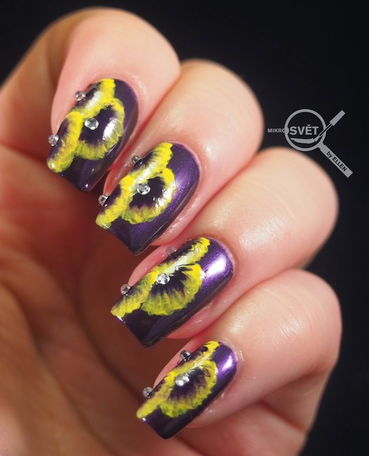 Mikrosvet by Ellen: NAIL ART: Royal Flower  http://www.mikrosvetbyellen.com/2015/02/nail-art-royal-flower.html
