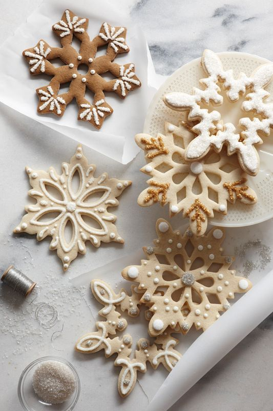 Beautiful decorated snowflake cookies.