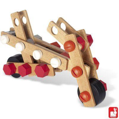 ELI: Janod- Een ton met 45 onderdelen waarmee je onbegrenst verschillende dingen kunt bouwen.